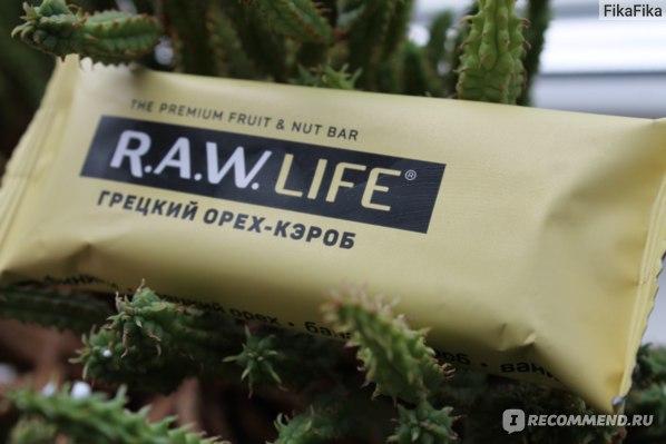 Батончик R.A.W LIFE Грецкий орех-кэроб фото