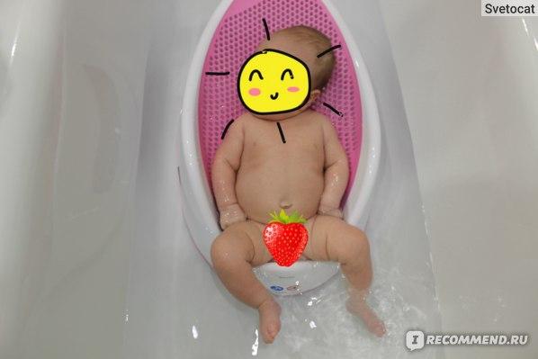 Ребенку на фото 1,5 месяца