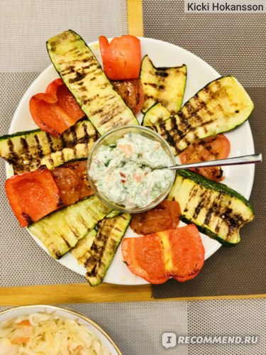 Овощи на сковороде-гриль с домашним соусом