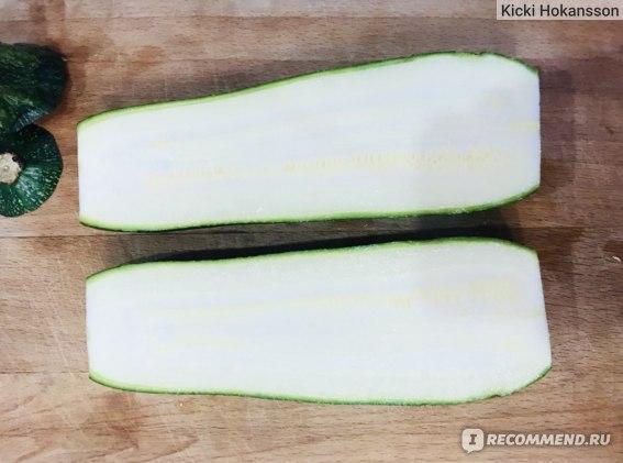 У цукини практически не видно семян, их не нужно убирать перед приготовлением