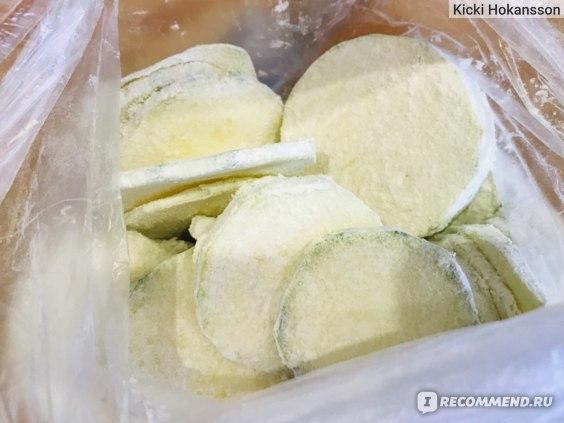 Если муку насыпать в пакет, то обвалять овощи просто и не пыльно