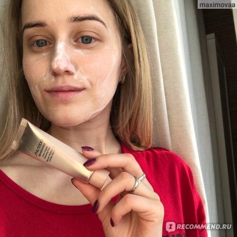 Пенка для умывания Shiseido BENEFIANCE Extra Creamy Cleansing Foam (c гранулами биогиалуроновой кислоты) фото