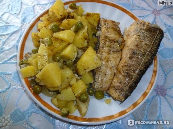 Рыба и картофель с горошком на пару