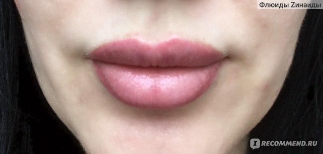 """Бальзам для губ Nivea """"Вишневое сияние""""."""
